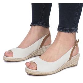Beżowe sandały na delikatnej koturnie Lanez brązowe 4