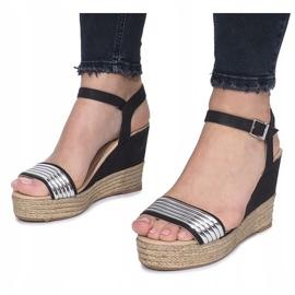 Czarne sandały na delikatnej koturnie Glam Shine 1
