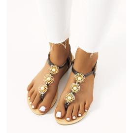 Czarne płaskie sandały z perłami Okra 1