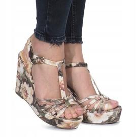 Beżowe sandały na koturnie espadryle Beige Flowers brązowe 1