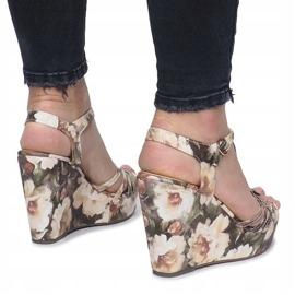 Beżowe sandały na koturnie espadryle Beige Flowers brązowe 3