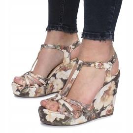 Beżowe sandały na koturnie espadryle Beige Flowers brązowe 4
