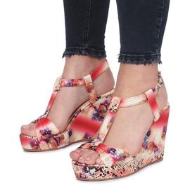 Czerwone sandały na koturnie Wilde Flowers 3