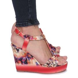 Czerwone sandały na koturnie Wilde Flowers 1
