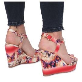 Czerwone sandały na koturnie Wilde Flowers 2