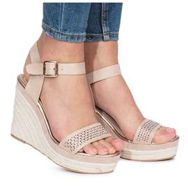 Beżowe sandały na koturnie Move On brązowe 2