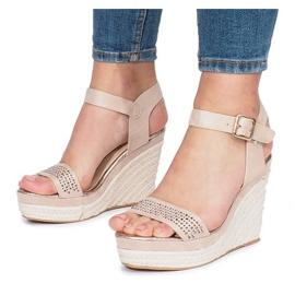 Beżowe sandały na koturnie Move On brązowe 3