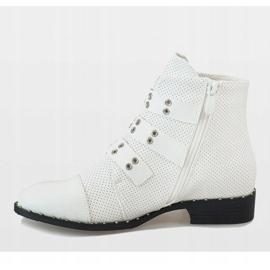 Białe botki z klamrami 17018-94A 2