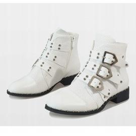 Białe botki z klamrami 17018-94A 5