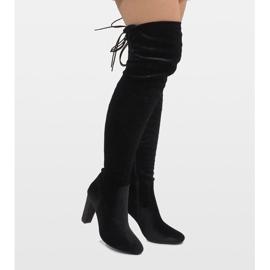Ideal Shoes Czarne welurowe kozaki na słupku E-4902 1