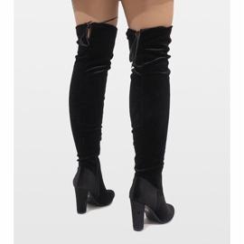 Ideal Shoes Czarne welurowe kozaki na słupku E-4902 3