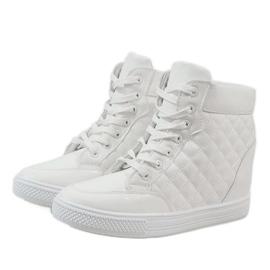 Białe sneakersy na koturnie pikowane DD478-2 2