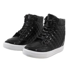 Czarne sneakersy na koturnie pikowane DD478-1 3