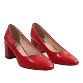 Czerwone lakierowane czółenka na słupku 7501-1 2