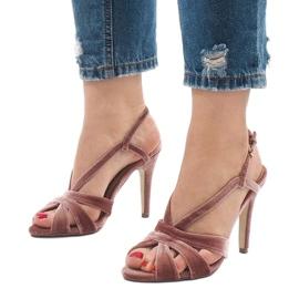 Różowe zamszowe sandały szpilki 9095-138 1