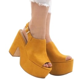 Żółte sandały na masywnym klocku 8263CA 1