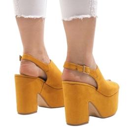 Żółte sandały na masywnym klocku 8263CA 3