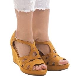 Żółte sandały na koturnie LM-002 1