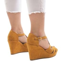 Żółte sandały na koturnie LM-002 3