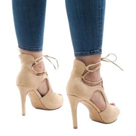 Beżowe sandały na szpilce zamsz JL-01 beżowy 2
