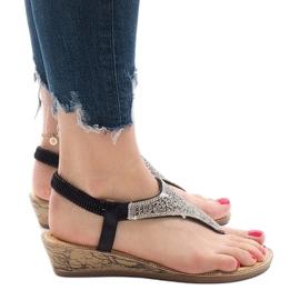 Czarne sandały na koturnie z gumką FM4075 3