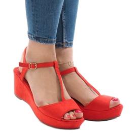 Czerwone sandały na koturnie 6-309 1