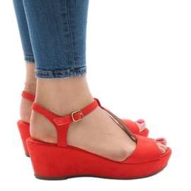 Czerwone sandały na koturnie 6-309 2