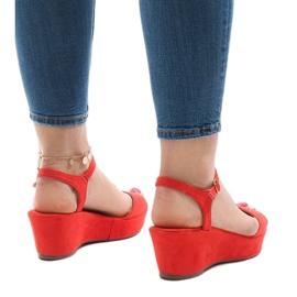 Czerwone sandały na koturnie 6-309 3