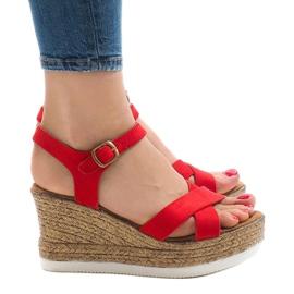 Czerwone sandały na koturnie XL104 2