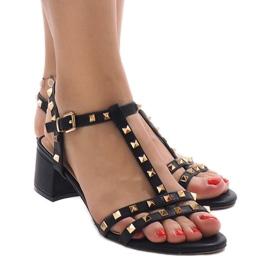 Czarne sandały na obcasie z ćwiekami 679-GL 1