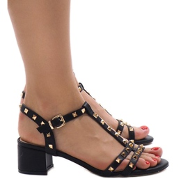 Czarne sandały na obcasie z ćwiekami 679-GL 2