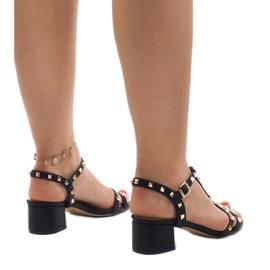 Czarne sandały na obcasie z ćwiekami 679-GL 3