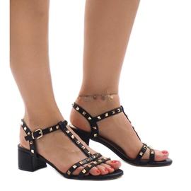 Czarne sandały na obcasie z ćwiekami 679-GL 4