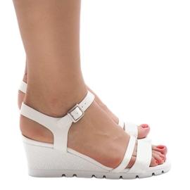 Białe sandały na platformie Y-8217 2