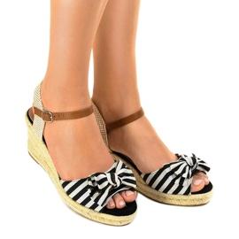 Czarne sandały koturny z kokardką W032 1
