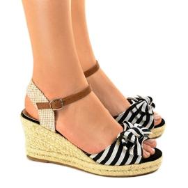 Czarne sandały koturny z kokardką W032 2