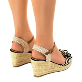 Czarne sandały koturny z kokardką W032 3