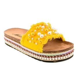 Żółte zdobione klapki perełki 1035 1