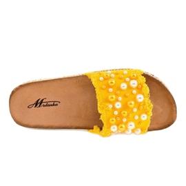 Żółte zdobione klapki perełki 1035 3