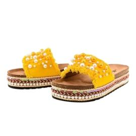 Żółte zdobione klapki perełki 1035 2