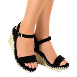 Czarne sandały na koturnie U-6291 1