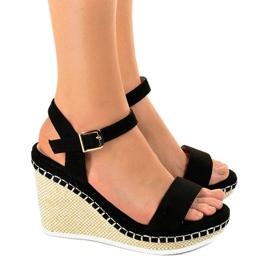 Czarne sandały na koturnie U-6291 2