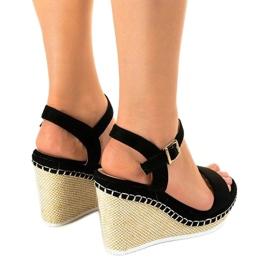 Czarne sandały na koturnie U-6291 3