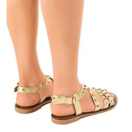 Złote sandały płaskie zdobione M-520 żółte 3