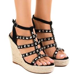 Czarne sandały na koturnie słomiane 9529 1
