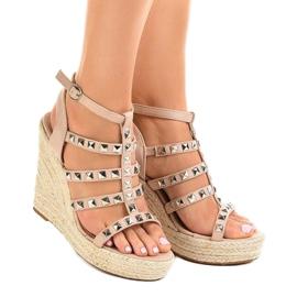 Beżowe sandały na koturnie słomiane 9529 beżowy 2