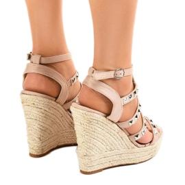 Beżowe sandały na koturnie słomiane 9529 beżowy 4