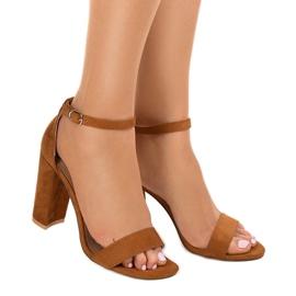Brązowe eleganckie sandały na słupku LA-106 1
