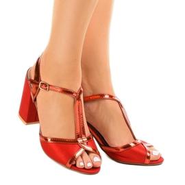 Czerwone sandały na słupku zamszowe WED503 1