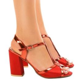 Czerwone sandały na słupku zamszowe WED503 2